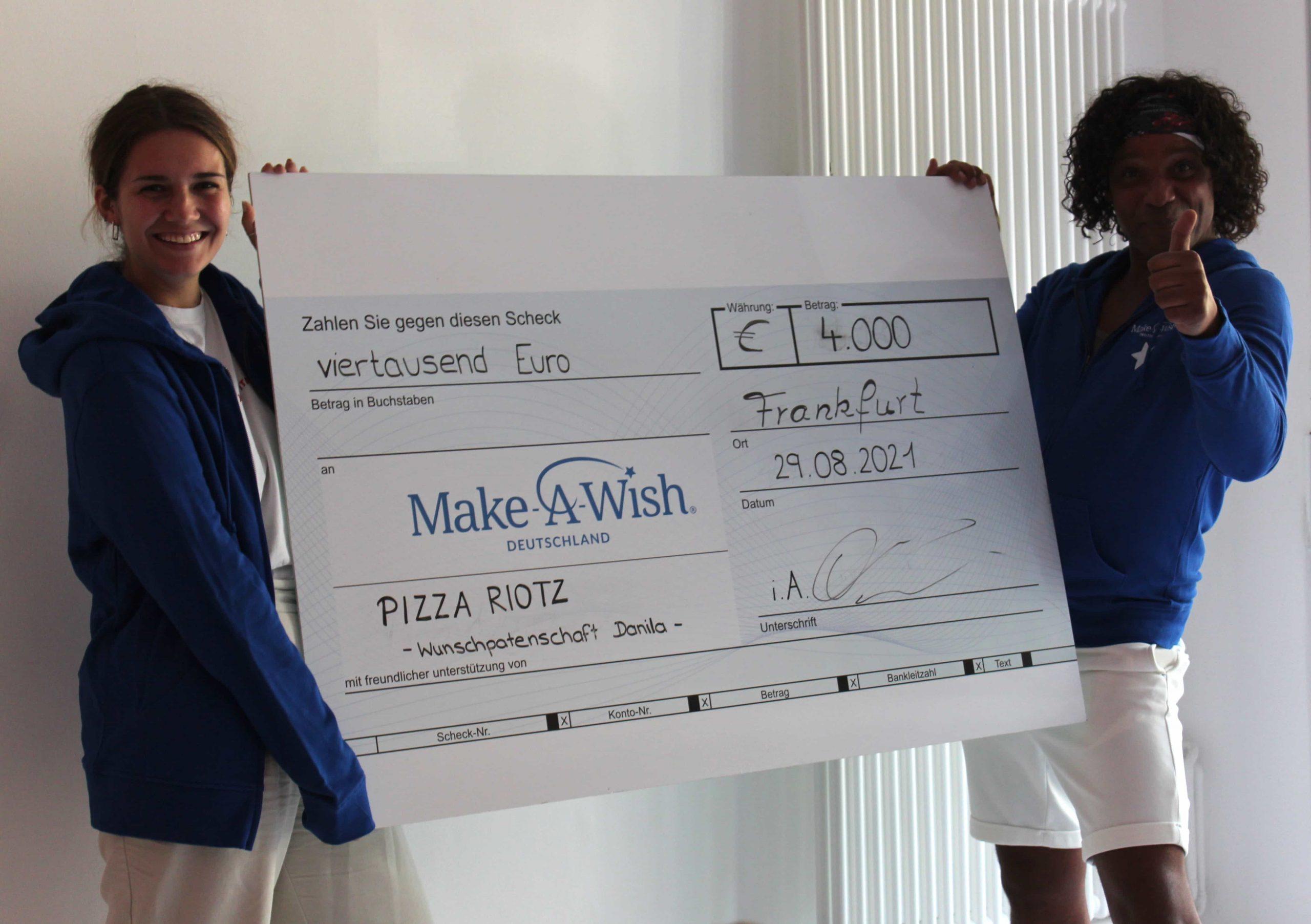 Make-A-Wish-Deutschland-Aktuelles-Scheckbild-Pizza-riotz